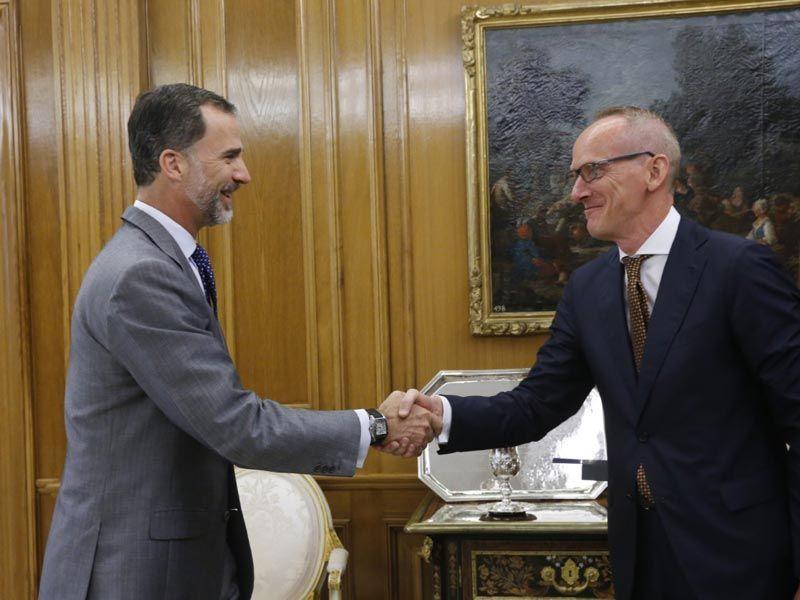 S.M. el Rey Felipe VI recibe en audiencia al Presidente de Opel Group