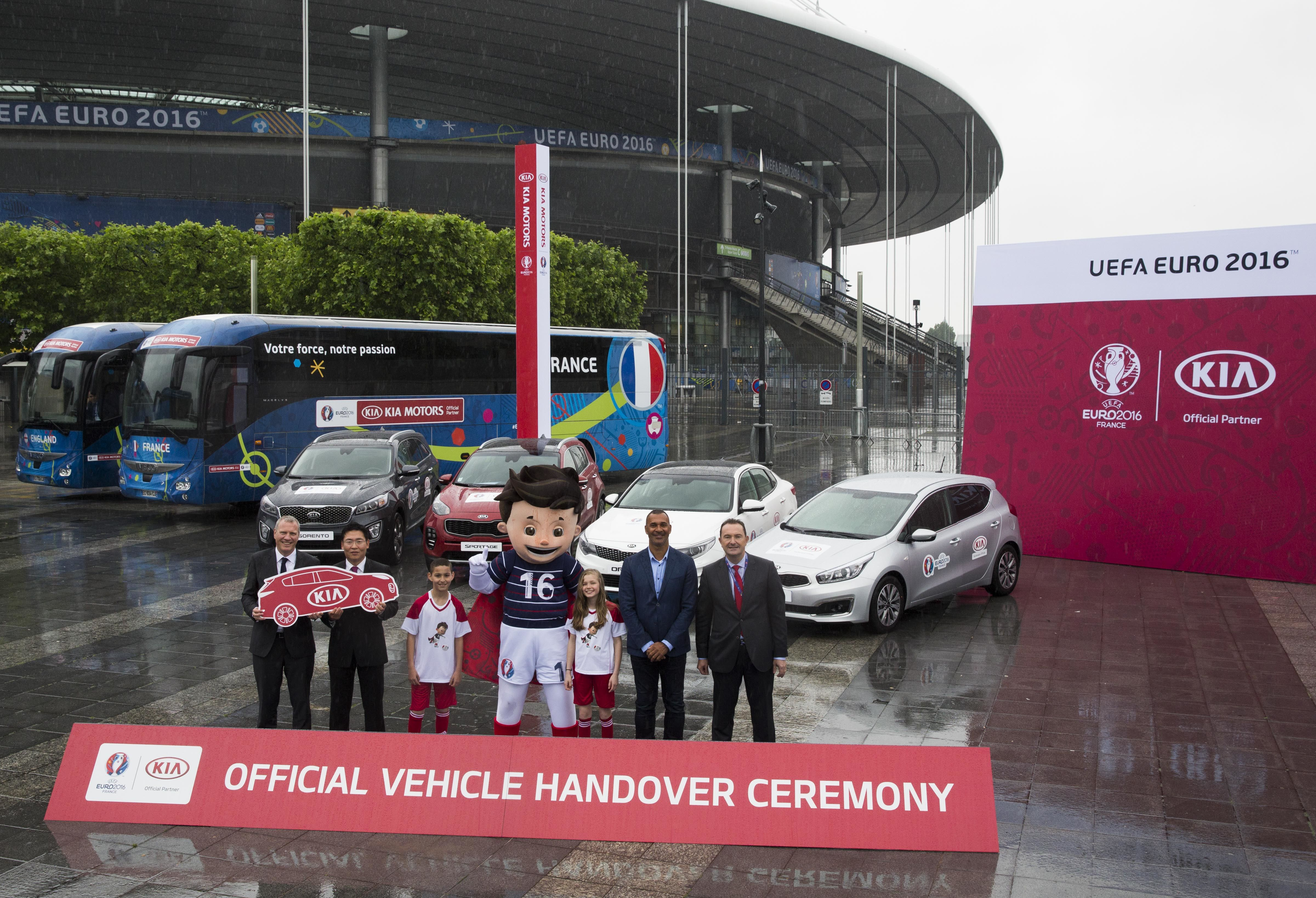 Kia presenta su flota para la UEFA EURO 2016™