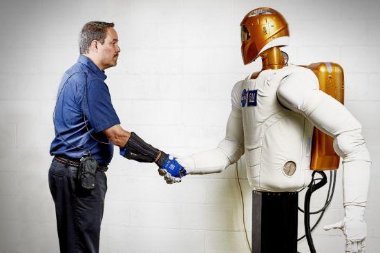 General Motors y la NASA crean un guante robótico que multiplica la fuerza de agarre