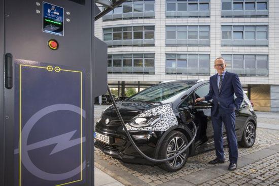 El nuevo Opel Ampera-e ofrece hasta 150 kms de autonomía con una recarga de 30 minutos