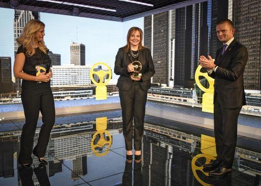 """""""Volante de Oro 2016"""" para la CEO de GM Mary Barra"""