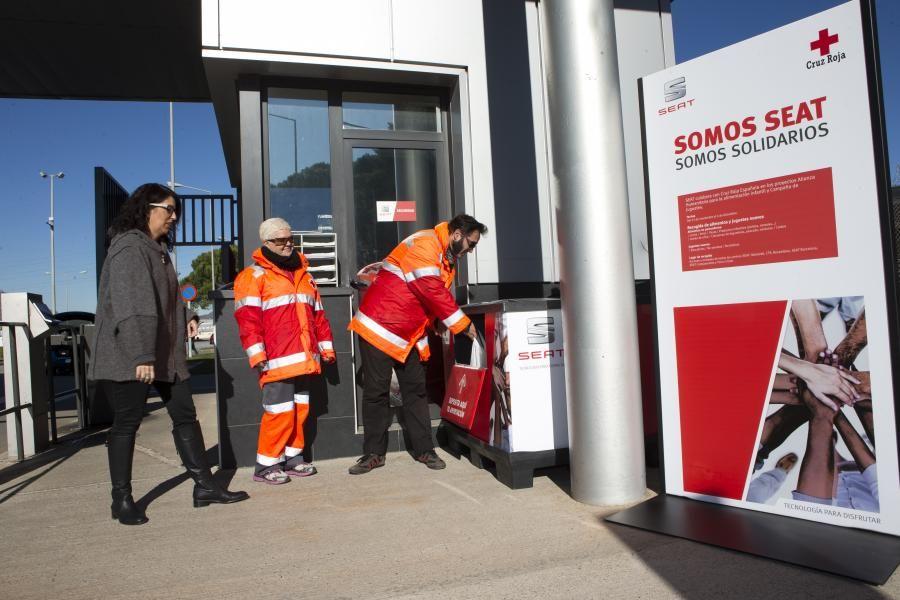 SEAT y sus trabajadores donan a Cruz Roja Española 2,3 toneladas de alimentos