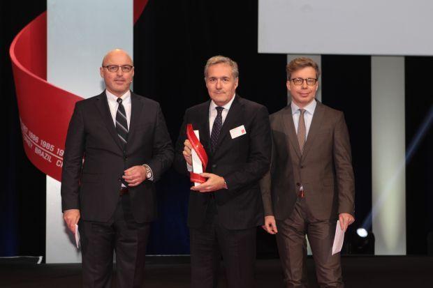 "Doble victoria para Fiat Chrysler Automobiles – Alfa Romeo Giulia y Abarth 595 votados como ""Best Car 2017"""