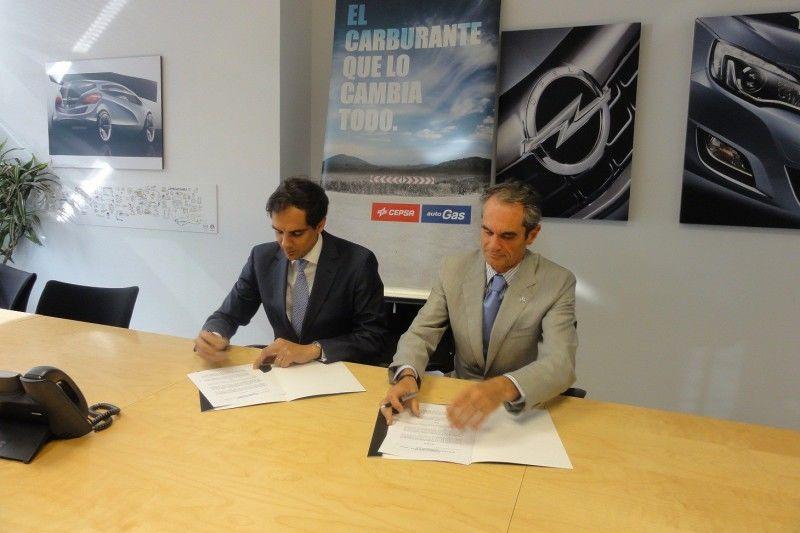 Opel y CEPSA firman un acuerdo para potenciar el uso de autogás