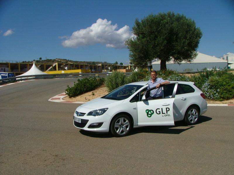 Luís Climent con un Opel Astra GLP en el I Eco Rally de la Comunidad Valenciana