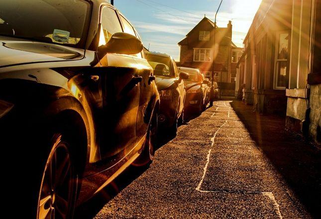 El RACC alerta de los riesgos de las altas temperaturas dentro del coche.