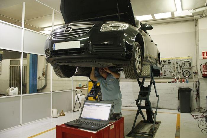 Un buen mantenimiento del coche te hace ahorrar dinero