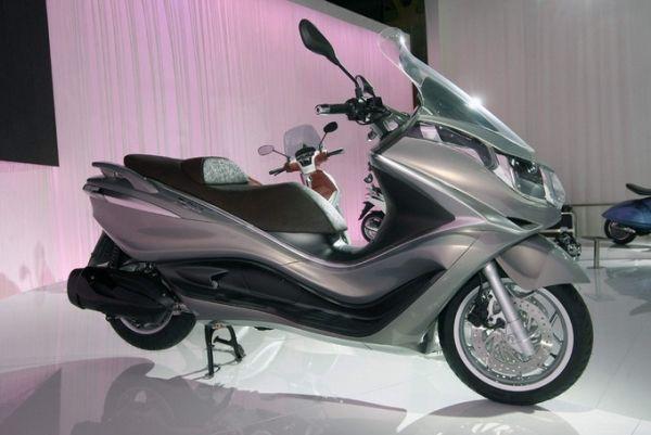 Piaggio X10, el scooter esperado, en EICMA