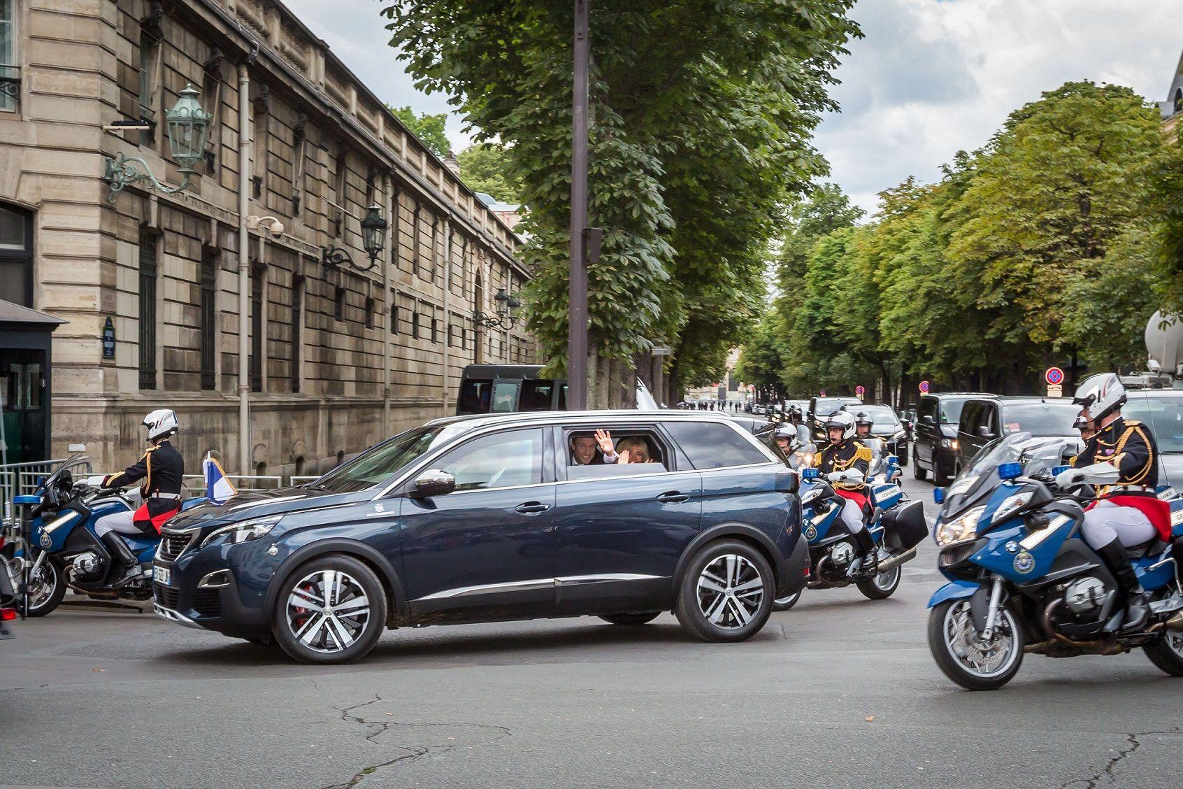 Emmanuel Macron eligió el Peugeot 5008 como vehículo oficial para los eventos de la Fiesta Nacional francesa